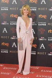 Cayetana Guillén Cuervo, también optó por el rosa, con un vestido con marcado escote, de Lorenzo Caprile.